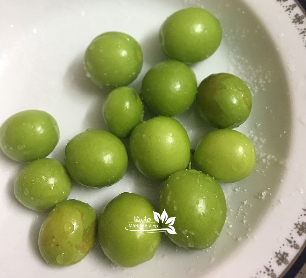 گوجه سبز و نمک